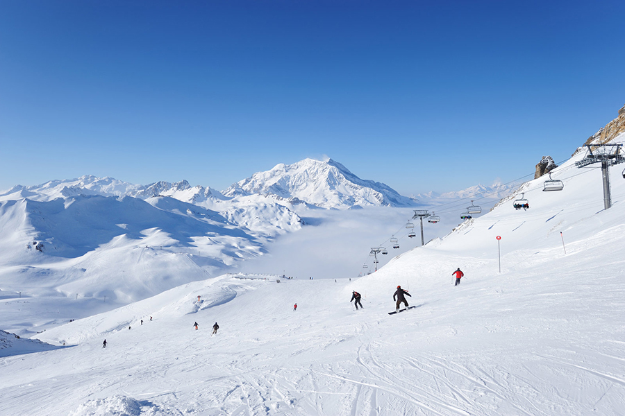Ski through the clouds as you traverse back down the valley in Val d'Isere.