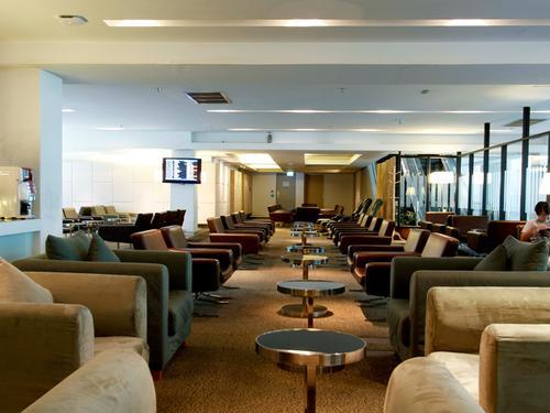 Louis' Tavern CIP First Class (Conc A) Lounge, Bangkok
