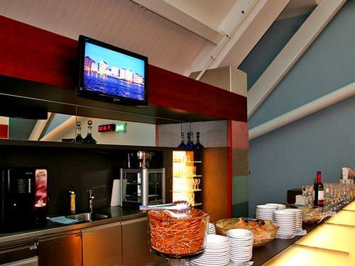 Plesman Lounge, Bar Area - Curacao International Airport
