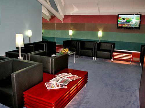 Plesman Lounge, TV - Curacao International Airport