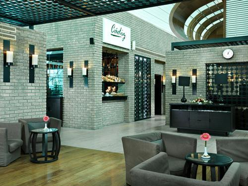 Lounge at B, Dubai International