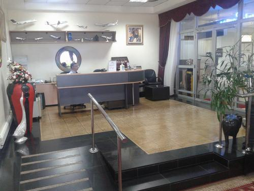 Karibuni Lounge, Entebbe International