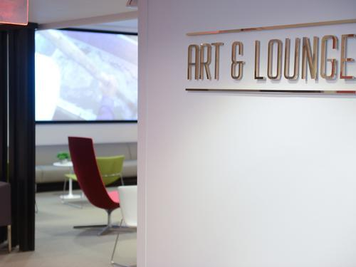 Art & Lounge, New York NJ Newark Intl