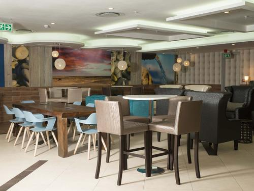 Ses'fikile Lounge, Johannesburg O.R. Tambo Intl
