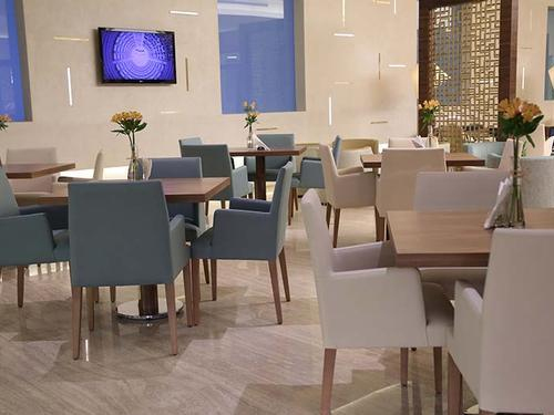 Desman Lounge, Kuwait International