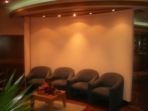 Salon Manuhiri Lounge, Faaa International