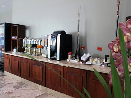 Salon Quito, Quito Intl, Ecuador