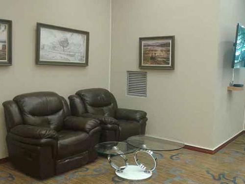 Dzimbahwe Executive Lounge, Victoria Falls International