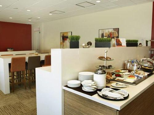 Plaza Premium Lounge (Transborder), Toronto Lester B Pearson International Airport