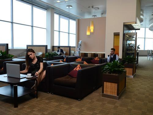 Dme4 airport business lounge for Best airport lounge program