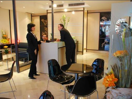 Tun salon vip arrivals lounge for Salon priority pass