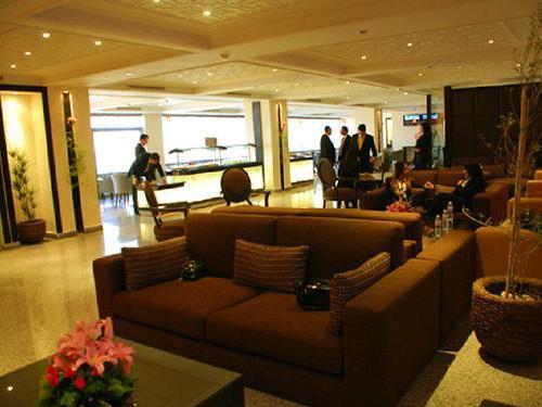 Lounge club tunis carthage salon vip departures for Salon lounge