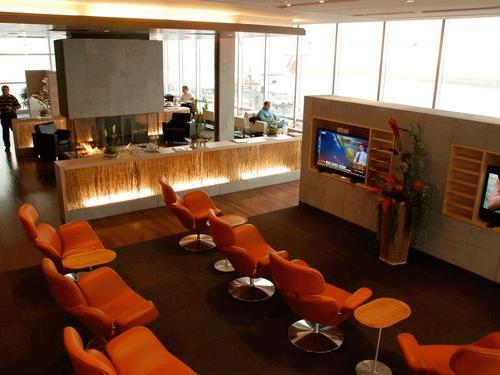 Lounge club quebec jean lesage intl salon vip lounge for Salon lounge